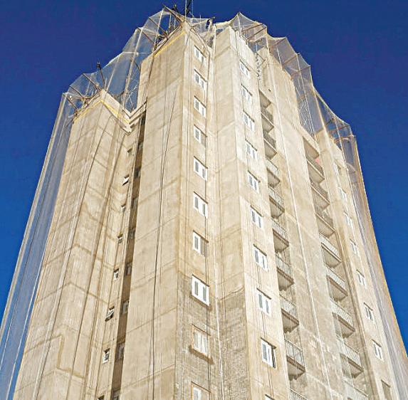 """Foto de um prédio com fachada em obras para a pauta """"Fachada: cuidados necessários para uma reforma"""" para o Blog da Estasa."""