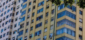 """Foto de prédios no Centro do Rio de Janeiro para a pauta """"Orientações para o combate ao coronavírus em condomínios"""" do Blog da Estasa"""