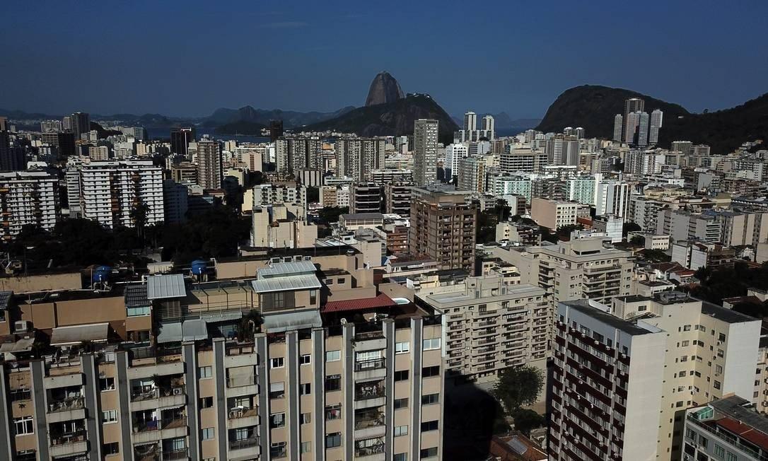 """Foto de prédios no Rio de Janeiro para a pauta: """"[Coronavírus] Condomínios já registram aumento de inadimplência durante coronavírus"""" para o Blog da Estasa"""